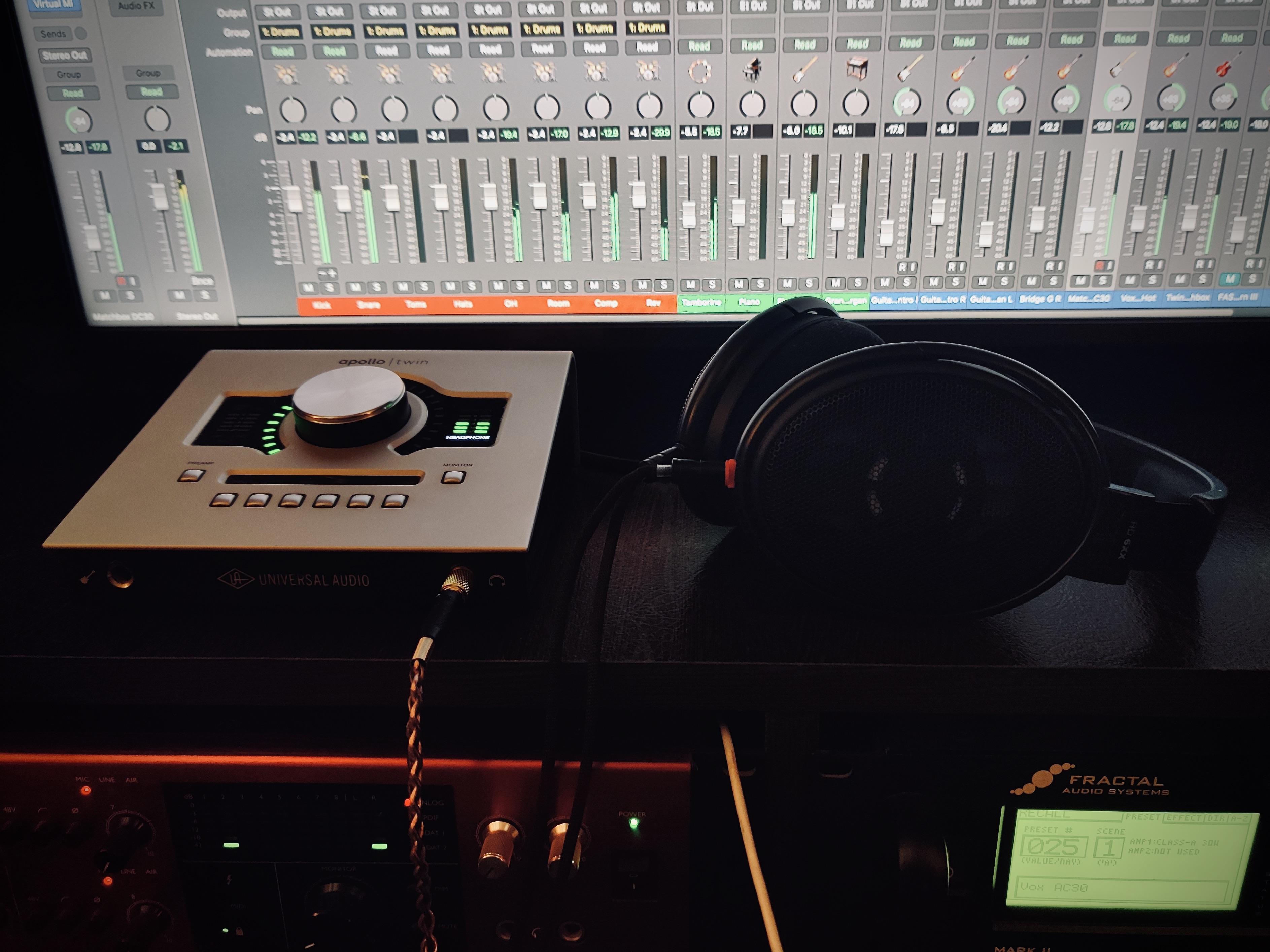 hd6xx-studio-1.jpeg